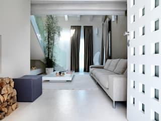 Daniele Franzoni Interior Designer - Architetto d'Interni Modern Corridor, Hallway and Staircase Marble White