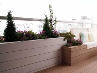 Modern style balcony, porch & terrace by Reformmia Modern