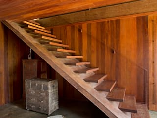 Country style corridor, hallway& stairs by Gisele Taranto Arquitetura Country