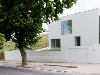 Fachada Principal: Casas  por A.As, Arquitectos Associados, Lda