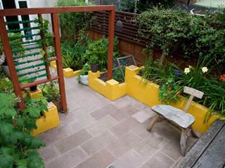 Raised planters and sandstone patio Earth Designs Taman Gaya Mediteran