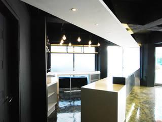 Salas de jantar modernas por 디자인모리 Moderno