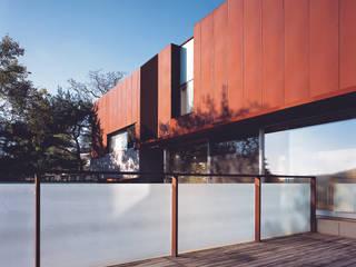 능성동 나무그림자집 모던스타일 주택 by 건축사사무소 힘 모던