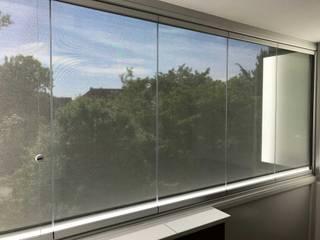 Balkonverbau mit Glas zum Falten - Sunflex SF 25 inkl. Beschattung Fixscreen Schmidinger Wintergärten, Fenster & Verglasungen Moderner Wintergarten Glas Grau