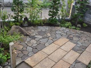 石畳のテラス: 株式会社ツガワランドスケープが手掛けた庭です。,和風