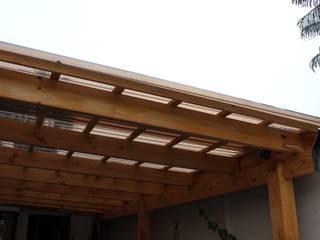 Cobertizo 2 La Florida Constructora Acuña Balcones y terrazas rústicos Madera Transparente