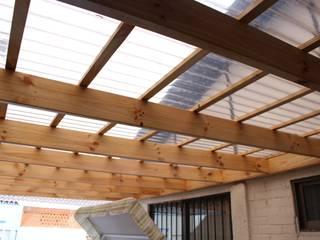 Cobertizo 2 La Florida: Terrazas  de estilo  por Constructora Acuña