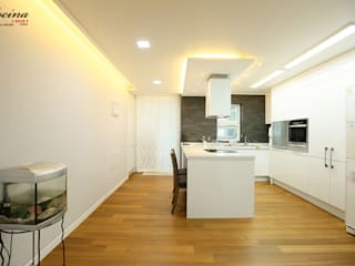 Modern kitchen by cocina Modern