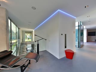 Modern Corridor, Hallway and Staircase by studio architecture Modern