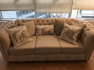 Sofa chester con almohadones :  de estilo  por DOMOS DECORACION HOLISTICA