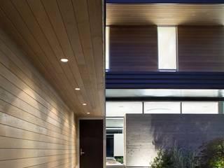 Paredes y pisos de estilo moderno de Paul Marie Creation Garden Design & Swimmingpools Moderno