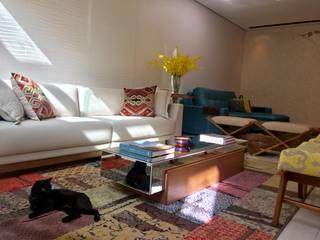 Casa guá Salas de estar modernas por Collevatti Arquitetura Moderno