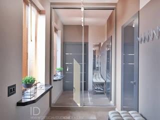 Студия дизайна ROMANIUK DESIGN ทางเดินในสไตล์อุตสาหกรรมห้องโถงและบันได Grey