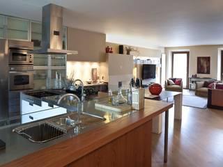 Barzaghi Mansion Sala da pranzo moderna di Orsini Architects Moderno