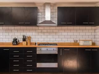 Cocina Cocinas de estilo moderno de RENOarq Moderno Compuestos de madera y plástico