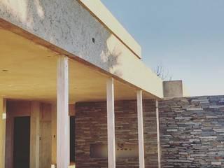 Giardino moderno di Arquitecto Nicolás Mora Moderno