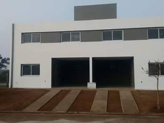 Case moderne di Arquitecto Nicolás Mora Moderno