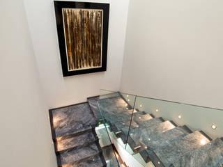 Casa Lumaly Pasillos, vestíbulos y escaleras modernos de Agraz Arquitectos S.C. Moderno