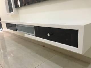 Nabh Design & Associates Minimalistische Wohnzimmer Sperrholz