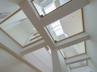 H2O設計室 ( H2O Architectural design office ) Modern corridor, hallway & stairs White
