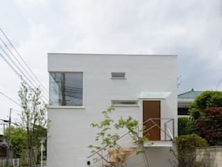 Light Well Box/東南側正面: H2O設計室 ( H2O Architectural design office )が手掛けた家です。