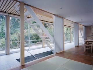 H K モダンデザインの 多目的室 の 栗原正明建築設計室 モダン