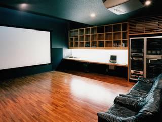 ホームシアター: 株式会社ラウムアソシエイツ一級建築士事務所が手掛けた書斎です。
