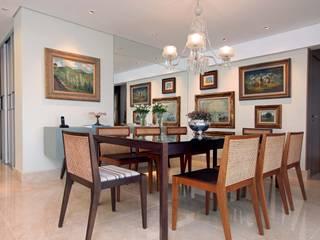 Dining room by Atelier Tríade Arquitetura, Classic
