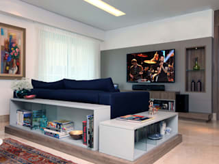Classic style living room by Atelier Tríade Arquitetura Classic