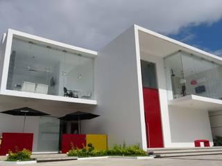 """Hotel """"es design"""" Fachada principal : Casas de estilo  por Struo arquitectura"""