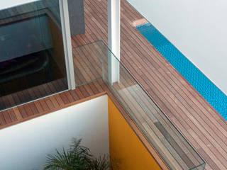 coma 03 juan marco arquitectos Balcones y terrazas de estilo moderno