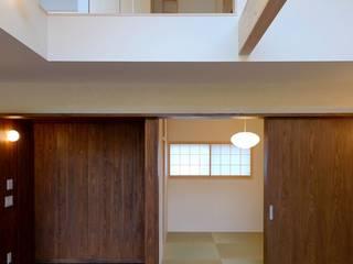 つながるハウス: 麻生建築設計工房が手掛けたリビングです。