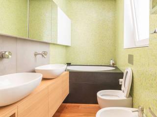 Nowoczesna łazienka od cristina bisà Nowoczesny