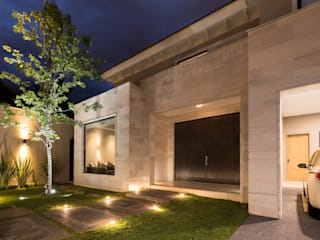 Modern home by Rousseau Arquitectos Modern