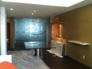 DECORACION Y FABRICACION DE MOBILIARIO SOBRE DISEÑO DE PH : Salas de estilo  por JMS DISEÑO DE INTERIORES MUEBLES Y CONSTRUCCION