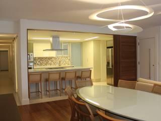 Comedores de estilo moderno de daniela kuhn arquitetura Moderno