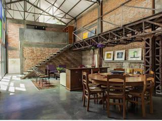 LOFT: Casas de estilo industrial por Ambientes con Arte