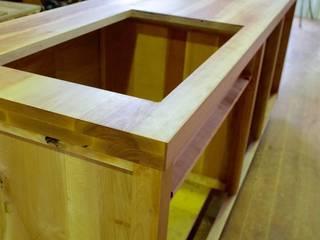 オール無垢のキッチン: (株)山本内装巧房が手掛けた折衷的なです。,オリジナル