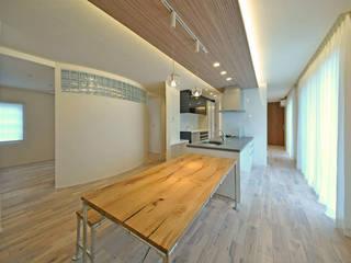 合理的に住むリノベーション エヌスペースデザイン室 オリジナルデザインの キッチン 灰色