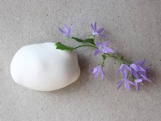 雲の壁掛け花器オブジェ: 陶刻家 由上恒美                                          Ceramic Sculptor  tsunemi yukami  が手掛けたです。