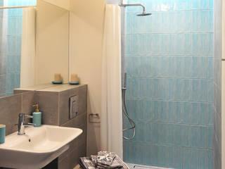 Baños de estilo moderno de PUFF Moderno