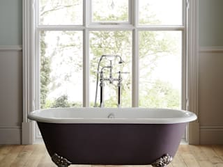 Statement baths Classic style bathrooms by Heritage Bathrooms Classic
