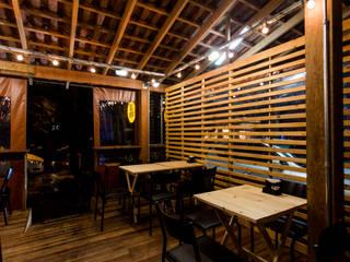 BJ Bar Bares e clubes industriais por Nathalia Bilibio Arquitetura e Construção Industrial