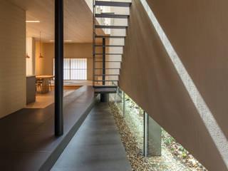 視聽室 by マニエラ建築設計事務所, 現代風