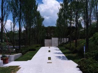 アップローチ ポプラ並木: 株式会社ラウムアソシエイツ一級建築士事務所が手掛けた美術館・博物館です。