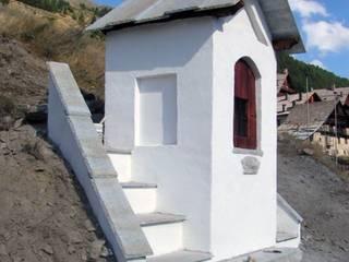 Prospetto ovest:  in stile  di AHORA ARCHITETTURA