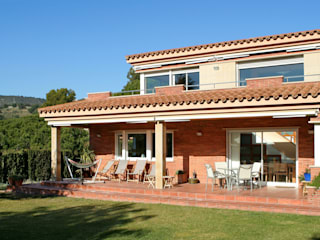 Casas modernas: Ideas, diseños y decoración de ESTUDI D'ARQUITECTURA JJ BERNABEU Moderno