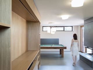 Minimalist living room by PLUS ULTRA studio Minimalist