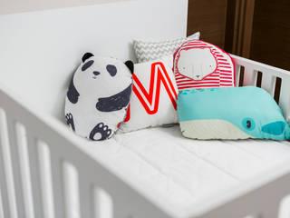Little One Dormitorios infantiles de estilo escandinavo