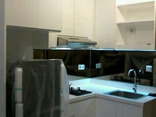 Kitchen Set apartemen capitol Park :   by CV TRIDAYA INTERIOR
